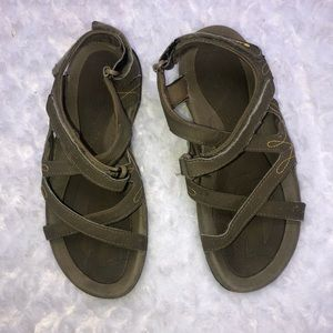Women hi-tech sandal size 7